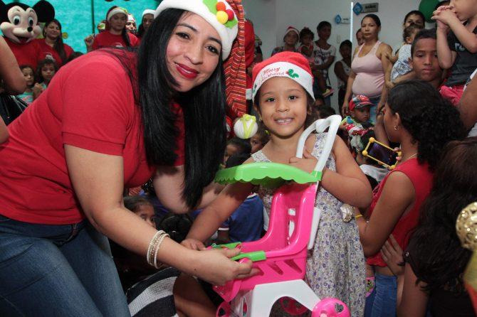 Hospital Materno Infantil entrega regalos a más de tres mil niños en Soledad