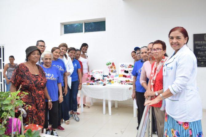 Adultos mayores del Centro Costa Hermosa terminaron curso de bisutería