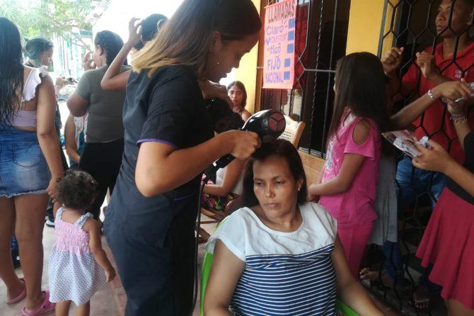 En Villa Moni, sus moradores recibieron atención médica y las mujeres se embellecieron