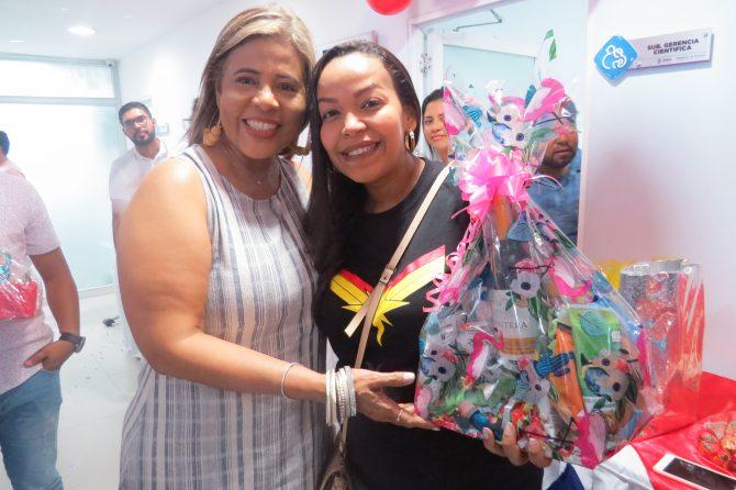 Funcionarios de Costa Hermosa compartieron regalos por festejo de amor y amistad